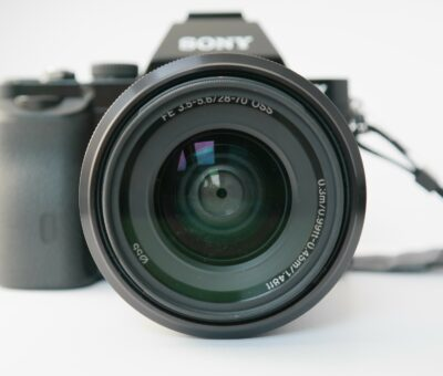 Comparison of Sony a6400 and a6500 camera (which one should you buy?)